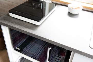 The induction ring and combination microwave oven give you cooking options if you are feeling creative.