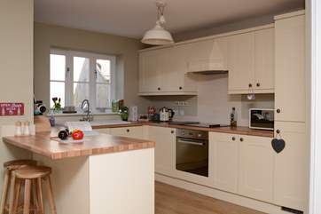 A very well-equipped kitchen with electric hob and oven.