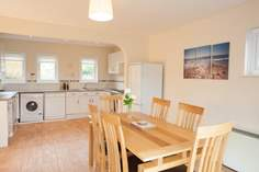 3-4 Tollgate Cottage sleeps Sleeps 8 + cot, Seaview.