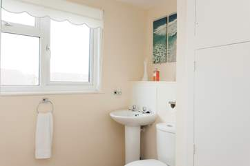 The master bedroom en suite bathroom