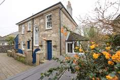 Rosedale sleeps Sleeps 5 + cot, 2.7 miles SE of St Ives.