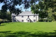 Eastcott Cottage sleeps Sleeps 8 + 2 cots, 6.5 miles NE of Bude.
