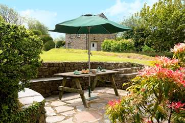 You're sure to enjoy alfresco dining at Eastcott Cottage