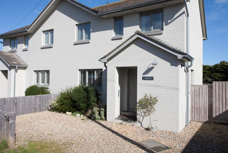 Ledge View is a lovely three bedroom property in Bembridge, moments away from the beach!