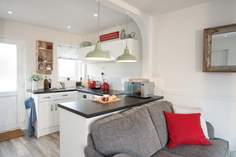 Hove To sleeps Sleeps 4, Seaview.