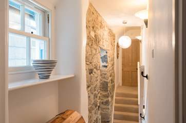 The hallway between the bedrooms with the bathroom at the end of the landing.