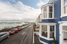 Bussillion sleeps Sleeps 6 + 2 cots, Falmouth.