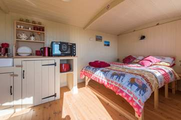 Inside, a super comfy double bed awaits, you can listen to the waves on the shore below.