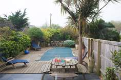 Shore House sleeps Sleeps 6 + cot, Seaview.