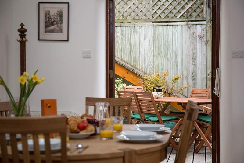Whether you choose to sit on the patio, or stay indoors in the kitchen, this lovely open plan effect ensures that the whole party can continue to enjoy each other's company.