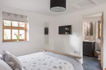Both bedrooms have Smart TVs with Netflix.