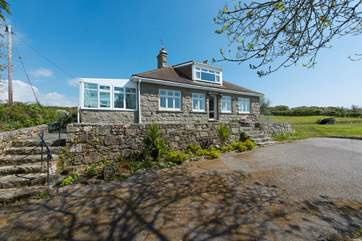 Ros an Dinas is a spacious detached house with a long driveway and ample gardens to explore, close to Lamorna Cove.