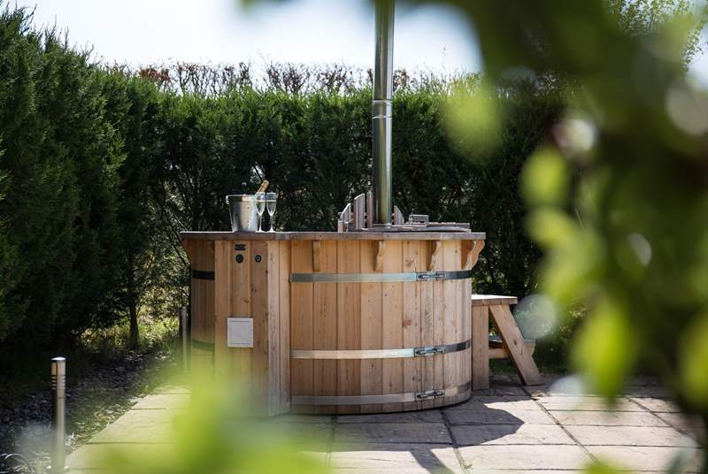 Fabulous wood-fired hot tub. Logs will be provided, so please ensure you light her up in plenty of time to ensure maximum temperature is met by the time you come to step in.