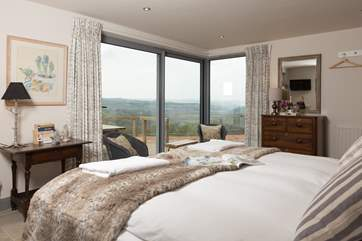 This super king sized bed can also be made up as twins if you prefer. It opens onto the deck with fabulous valley views.
