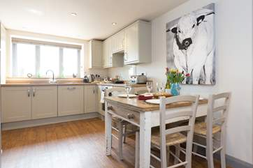 The well-equipped kitchen/dining-room has all you need to create delicious holiday treats and really feel at home