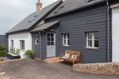 The Pottery sleeps Sleeps 2 + cot, 3 miles S of Tiverton.