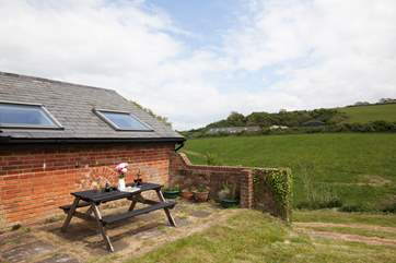 Al fresco dining would be simply perfect in this rural setting