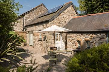 Smugglers Lane is a gorgeous single-storey stone barn.