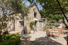 Carter's Croft sleeps Sleeps 4 + cot, 2.6 miles E of Marazion.