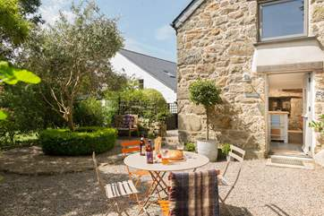 The space around the cottage is perfect for dining, a pre-dinner drink or sitting under a shady tree with a good book.