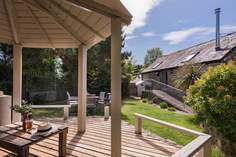 The Old Granary sleeps Sleeps 6 + cot, 2.6 miles E of Marazion.