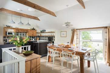Stylish living for up to six guests so ideal for a family or friends.