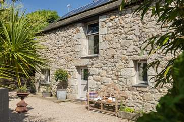 This lovely old stone barn conversion started life in the18th Century as a granary, as the appropriate name suggests.