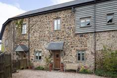 Leat Cottage sleeps Sleeps 4, 5.5 miles NE of Okehampton.