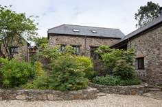 Laurel Cottage sleeps Sleeps 5 + 2 cots, 6.5 miles W of Kingsbridge.