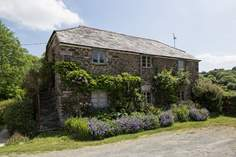 Oak Cottage sleeps Sleeps 6 + 2 cots, 3.2 miles NW of Modbury.