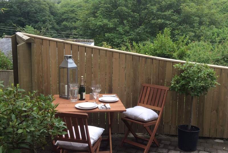 Relax with an al fresco meal.