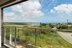 4 The Beach - Holiday Cottage - 1.2 miles N of Cadgwith