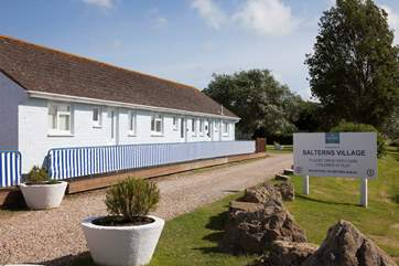 Cockleshells can be rented with the neighbouring Salterns bungalows, for larger parties