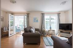 Alanna Sleeps 6 + cot, 1.7 miles SW of Newquay.