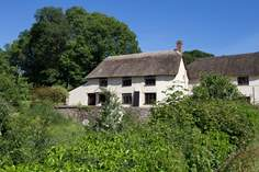 Appletree Cottage Sleeps 5 + cot, 4.6 miles NW of Honiton.