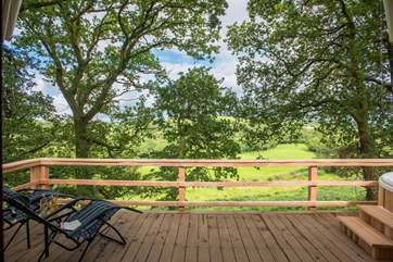 There are fabulous far reaching countryside views from this tree top retreat.