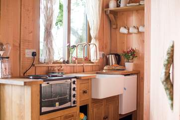 The kitchen-area is well-equipped for all your glamping needs.