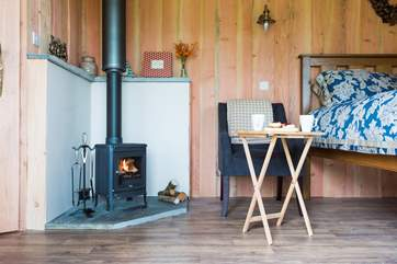 The wood-burner ensures year-round cosiness.