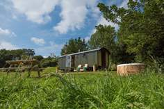 The Lion's Den at Warleggan Sleeps 4 + cot, 6.4 miles NE of Lostwithiel.