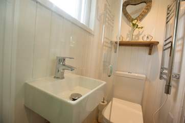 The lovely en suite shower-room.