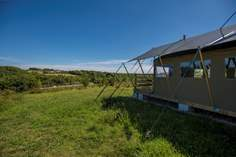 Tembo Sleeps 6 + cot, 2.2 miles SE of St Agnes.