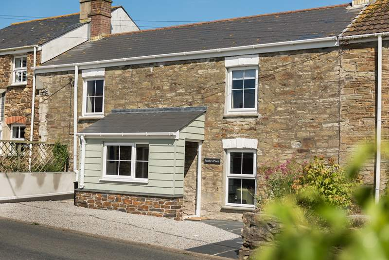 Paddy's Place is a lovely Victorian cottage on the edge of St Agnes, just a 15 minute walk from the village centre.