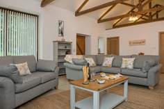 The Stables Sleeps 4 + cot, 4 miles E of Mawgan Porth.