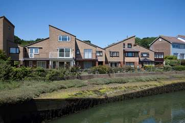 5 Yar Quay is a stunning three storey house by the River Yar in St Helens