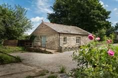 Lee Cottage Sleeps 4 + cot, 6.2 miles NW of Looe.