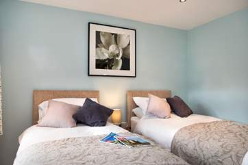 The pretty twin bedroom.
