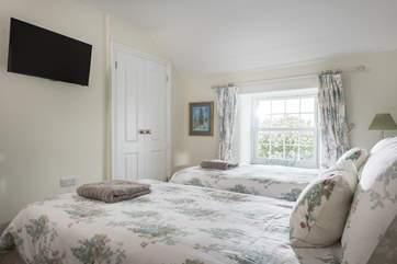 Bedroom 3 has a 32' TV
