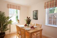 Farm Lane Apartment Sleeps 4 + cot, Bembridge.
