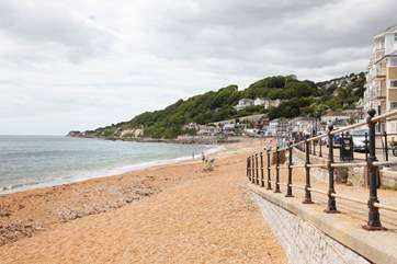 Ventnor seafront with the family friendly Spyglass Inn at the end with fabulous patio seating