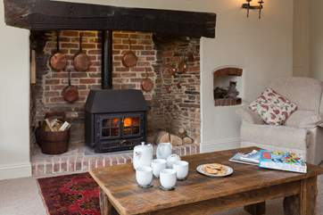 The owners kindly provide all your logs so that you can enjoy the wood-burning stove for out-of-season breaks here.